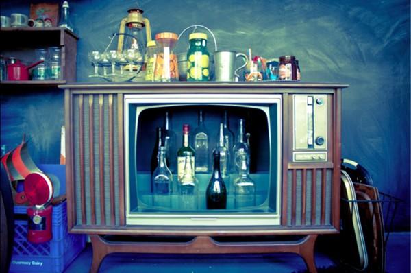 5 ý tưởng bất ngờ biến tivi cũ thành đồ dùng hữu dụng 7