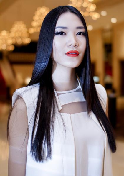 """Những sao Việt """"nghiện"""" phong cách trang điểm đậm 29"""