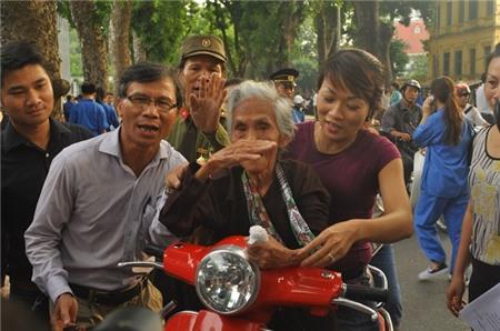 Cụ 110 tuổi vào viếng Đại tướng khiến nhiều người rơi lệ 3