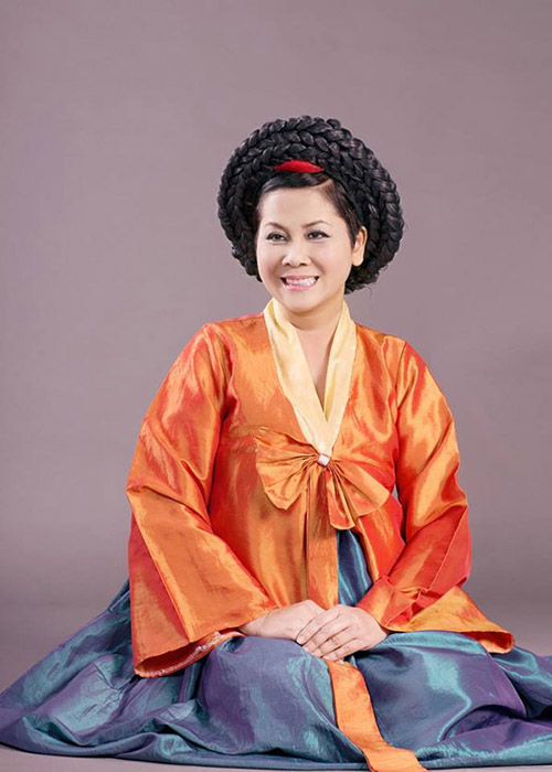 """Minh Hằng làm """"mama Chue"""" trong Táo quân 2014 7"""