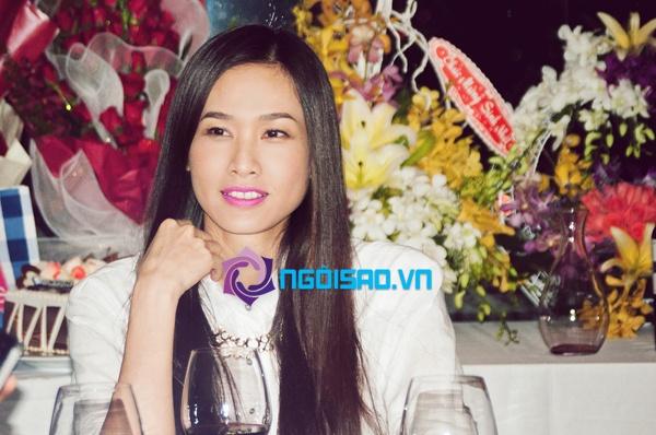 """""""Bạn trai tin đồn"""" hôn Dương Mỹ Linh trong tiệc sinh nhật 2"""