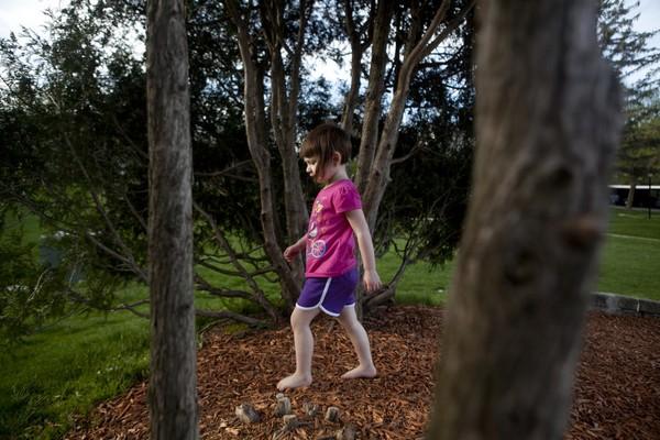Thế giới bí ẩn của một bé gái 3 tuổi mắc bệnh tự kỷ 8