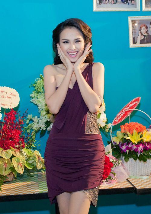 Hoa hậu Diễm Hương tổ chức sinh nhật hoành tráng toàn màu tím 4