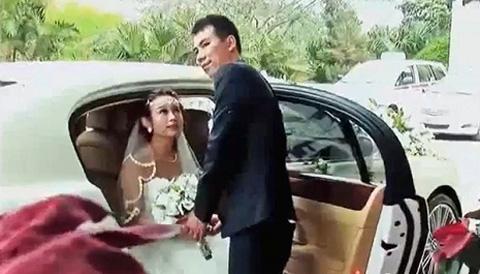 Siêu xe Rolls-Royce, Bentley dài cả phố rước dâu hotgirl 7