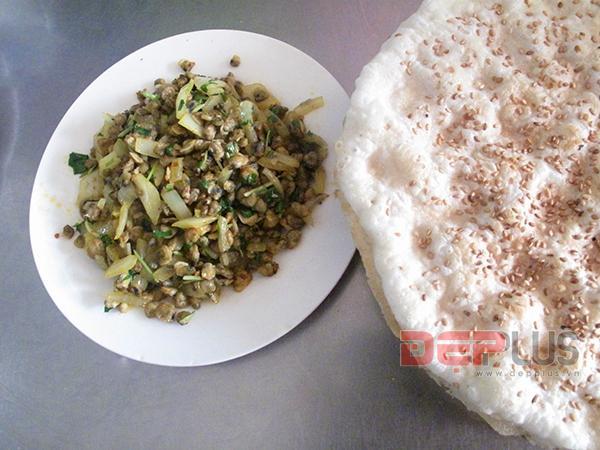 Ăn đồ Huế bình dân phố Nguyễn Phong Sắc 5