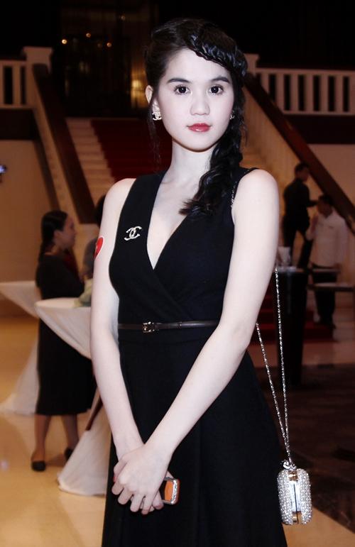 Phong cách thời trang quyến rũ của Ngọc Trinh 49