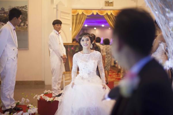 Chiêm ngưỡng váy cưới 1.400 USD của Miss Kim Phượng 4