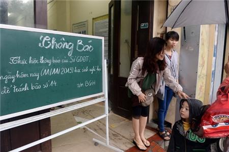 Hà Nội xáo trộn vì bão Haiyan 10