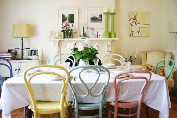 Nhà nổi bật nhờ những chiếc ghế màu sắc... cọc cạch 5