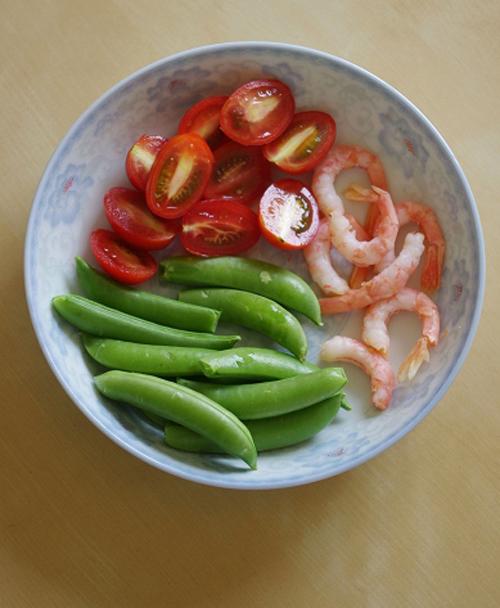 Salad tôm cà chua làm dễ ăn ngon 3