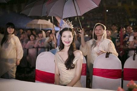 """Hoa hậu Thùy Dung bức xúc bỏ show """"trai đẹp Omar"""" vì bị phân biệt đối xử 2"""