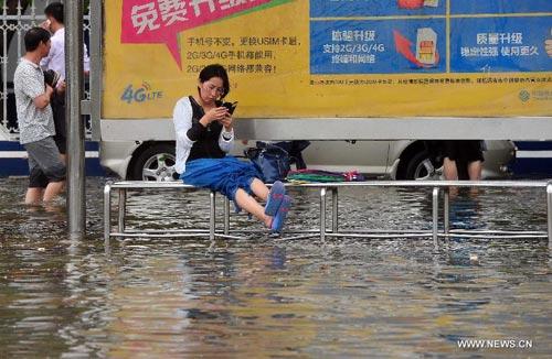 Cận cảnh sức tàn phá của bão Kalmaegi ở miền nam Trung Quốc 9